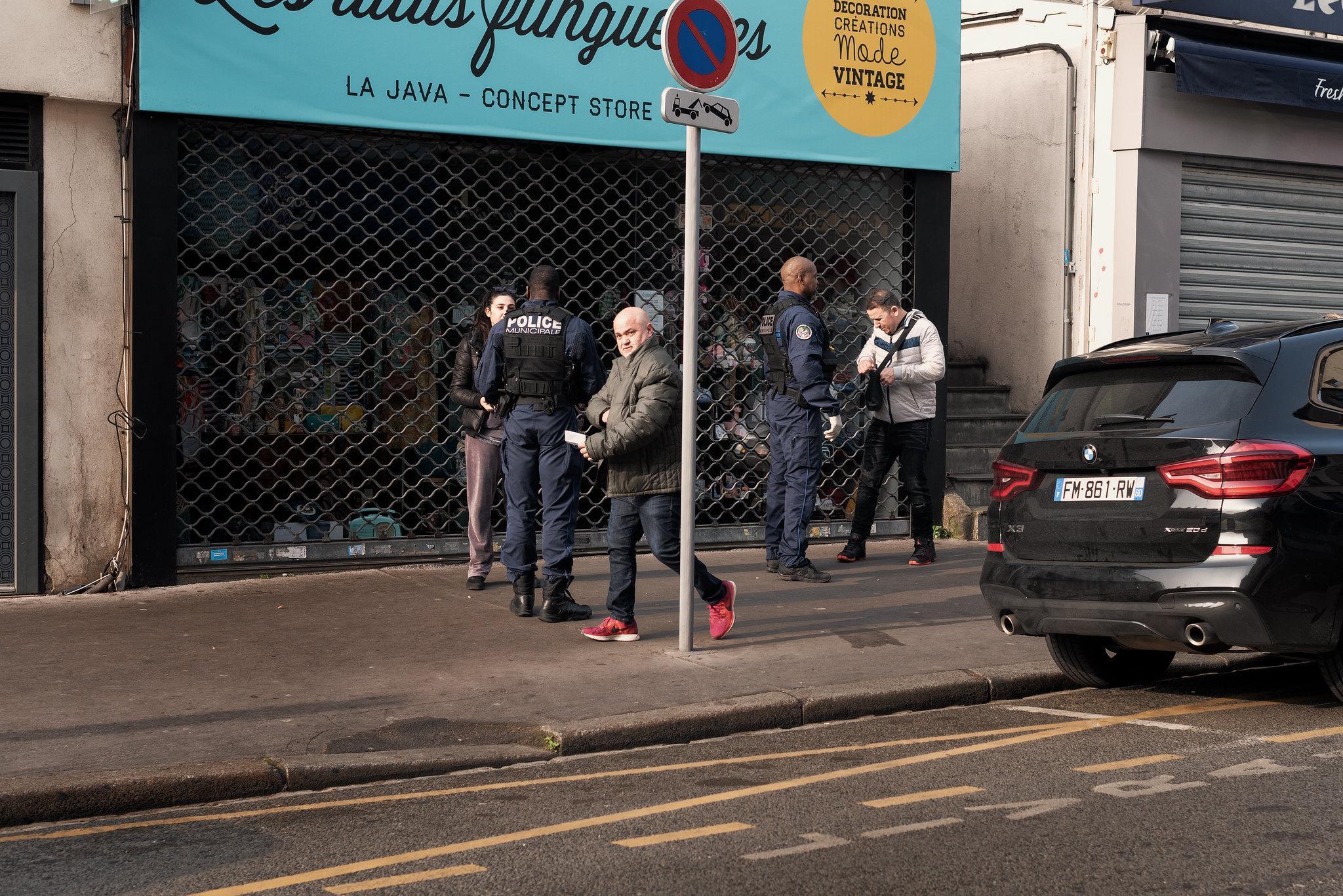 En période de confinement, les flics se lâchent !